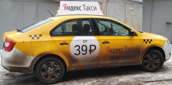 Грязный автомобиль Яндекс Такси