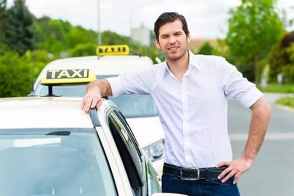 Водитель такси Везет